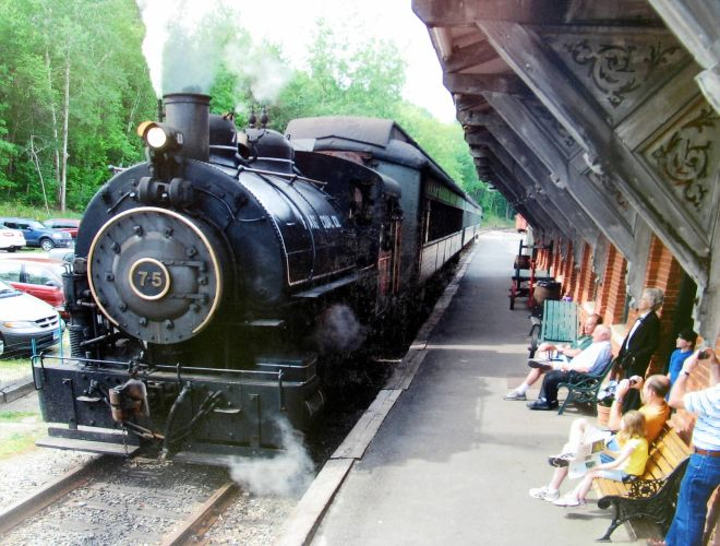 Steam_at_Thomaston_Station