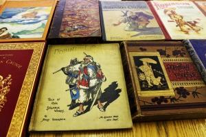 Samples_of_vintage_childrens_books_robinson_crusoe