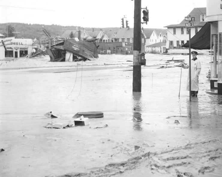 1955 flood corner Water and Main with policeman